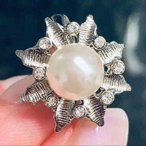 Rare Chloe + Isabel Pearl Flower Ring